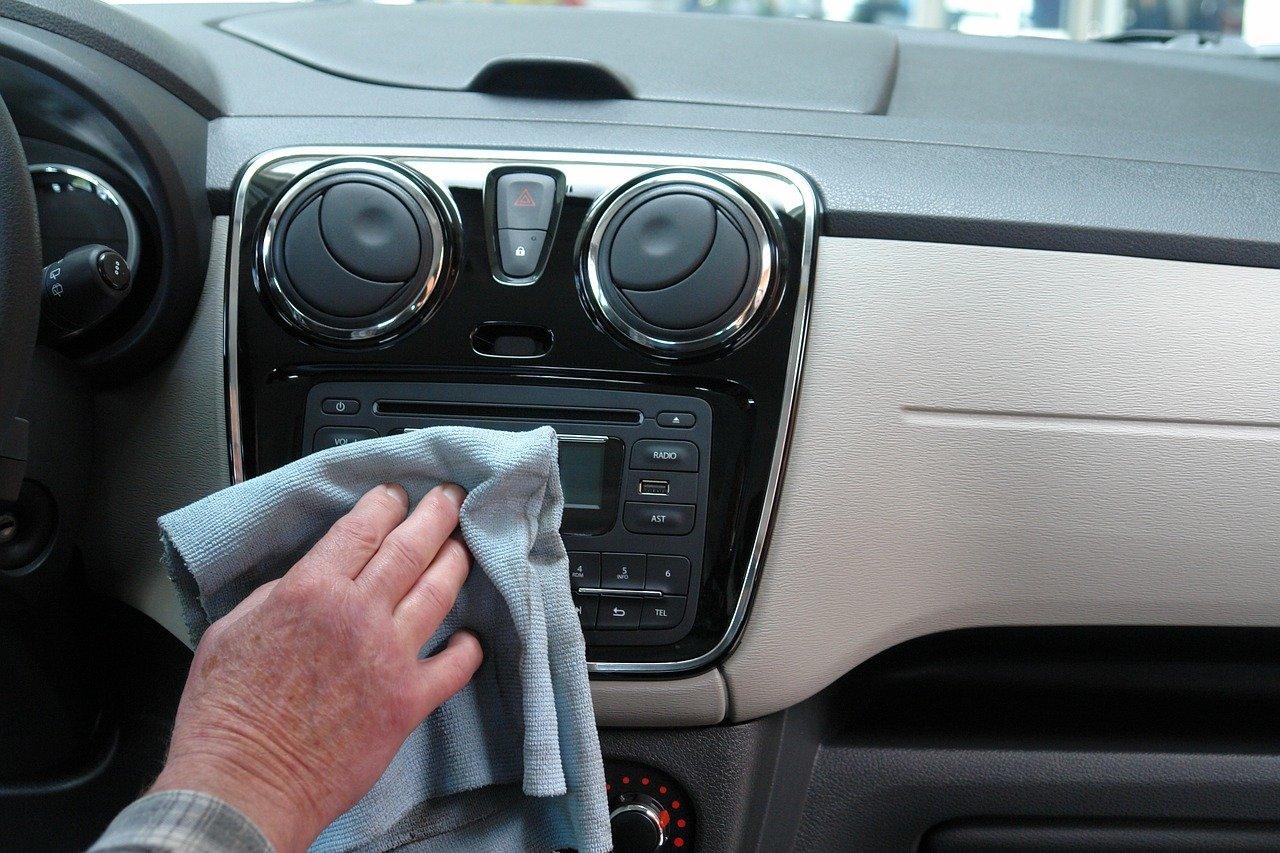 Почистване-интериор-автомобил