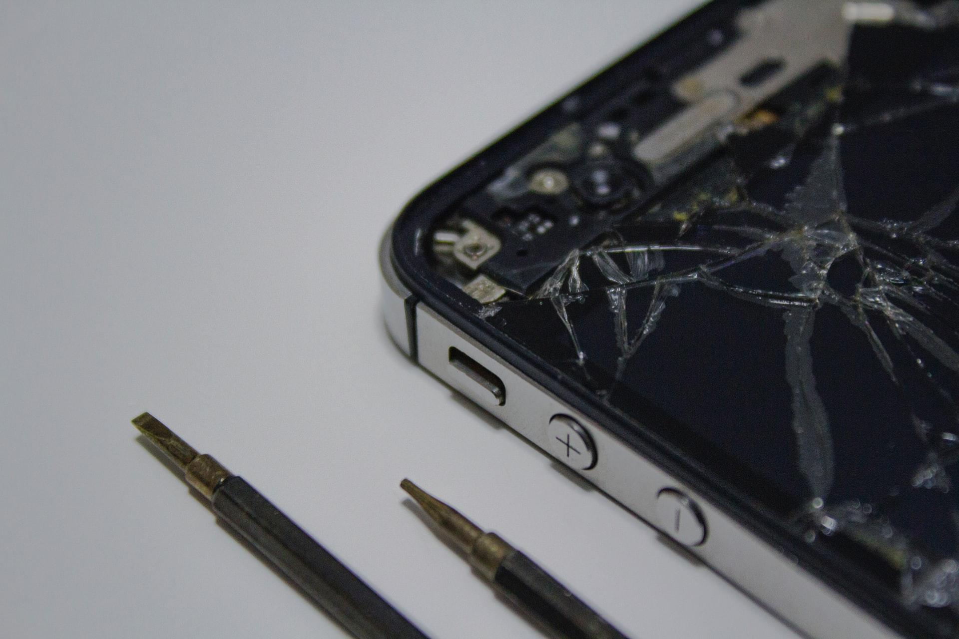 Ето как се прави смяна на дисплей на iPhone